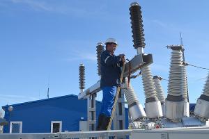 МЧС: Восстановлением электричества в Крыму занимаются около 1,2 тыс. человек