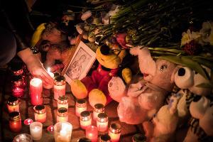 Акция памяти погибших при пожаре в ТЦ Кемерова в Краснодаре ©Фото Елены Синеок, Юга.ру