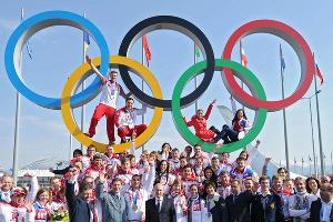 Владимир Путин с российскими олимпийцами ©РИА Новости