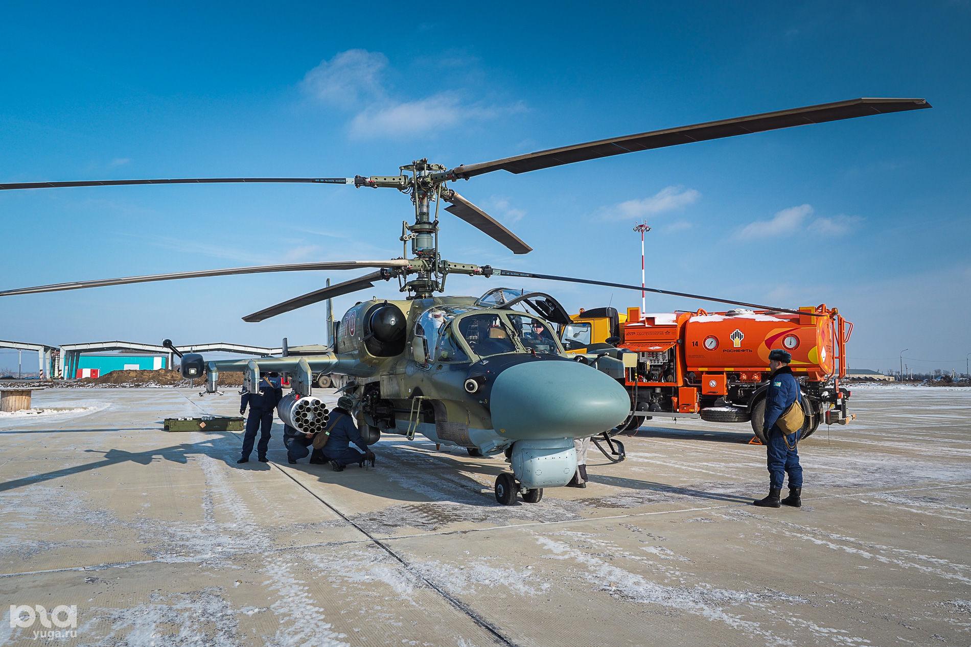 Подготовка вертолета Ка-52 «Аллигатор» к полету ©Виталий Тимкив, Юга.ру