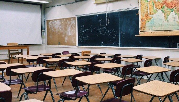 Краснодарцы пожаловались, чтовшколе на 1,5 тыс. мест учится 6,5 тыс. детей. Власти сказали, что все в норме