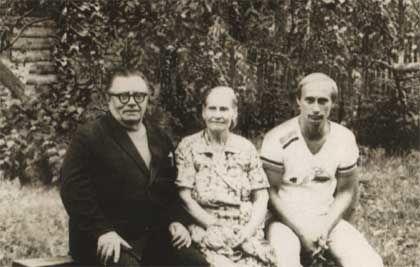 Владимир Путин с родителями ©Фото с сайта commons.wikimedia.org