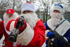 Парад Дедов Морозов в Краснодаре ©Елена Синеок, ЮГА.ру
