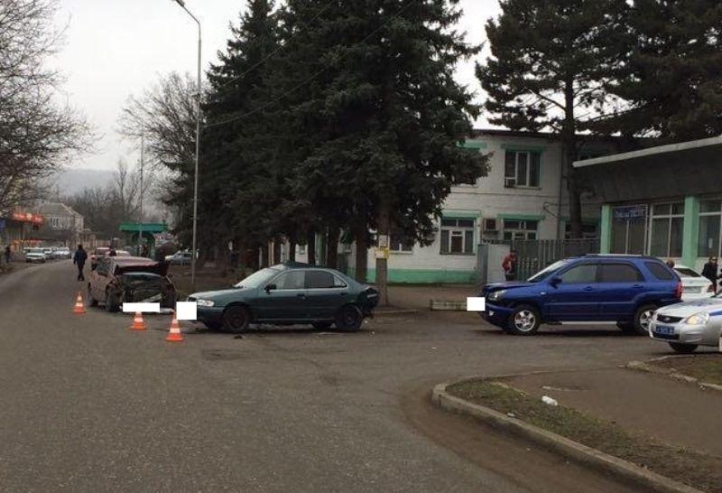 ВПятигорске вДТП стремя автомобилями пострадали 2 человека