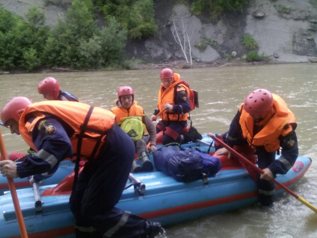 Cотрудники экстренных служб  отыскали  заблудившегося вгорах Апшеронского района туриста