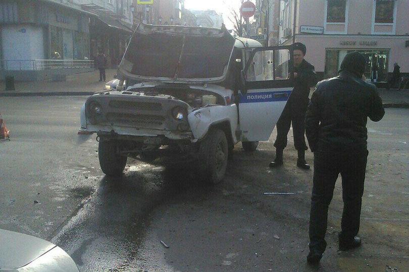 Вцентре Ростова патрульная машина угодила вДТП