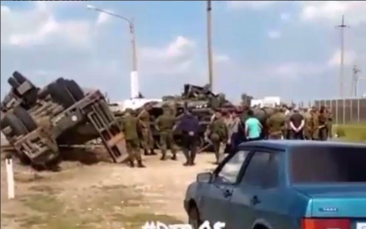 Натрассе Хасавюрт— Гудермес перевернулась фура, перевозившая боевой танк