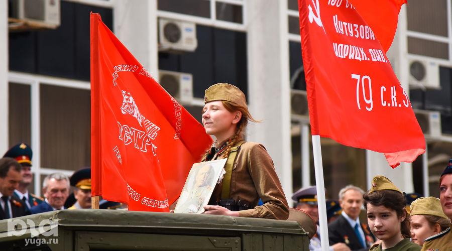 Парад Победы на Театральной площади в Краснодаре ©Фото Елены Синеок, Юга.ру