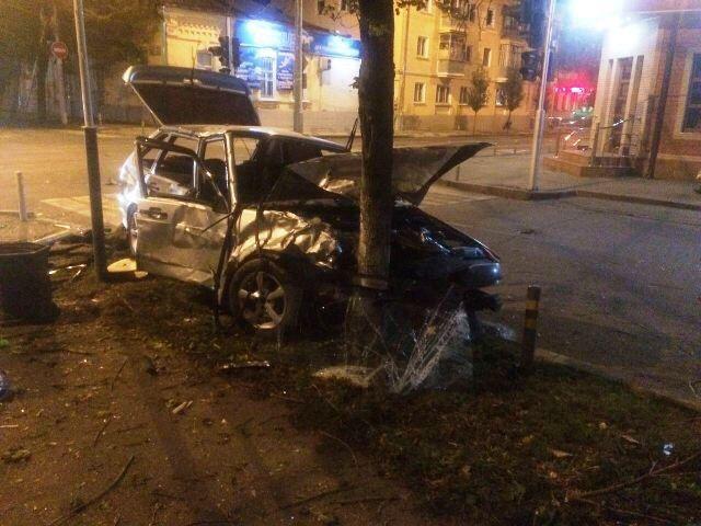 ВКраснодаре вночном ДТП пострадали 5 молодых людей