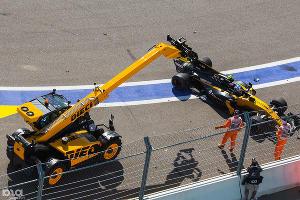 Крушение болида во время Гран-при «Формулы-1» на «Сочи-Автодроме». Сочи, 2 мая ©Фото Юга.ру