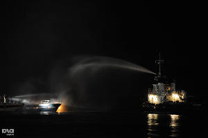 Пожар на яхте в Сочи ©Нина Зотина, ЮГА.ру