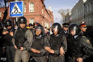 Оцепление полиции на митинге Олега Шеина в Астрахани ©Михаил Мордасов. ЮГА.ру