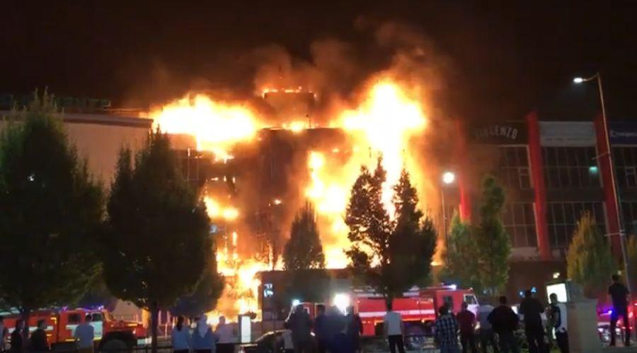 Пожар в ТРЦ «Гранд Парк» в Грозном ©Скриншот видео из канала «Чеченец Германия», www.youtube.com/channel/UCpMoamZBdN8Kv0toIKhWqIw
