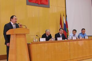 Илья Гузев (слева) ©Фото пресс-службы администрации Кущевского района