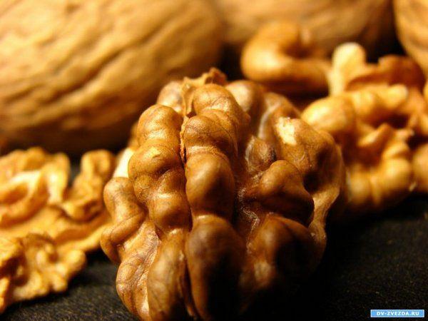 Таможенники  задержали контрабандиста с 2-мя  тоннами орехов имаской упыря