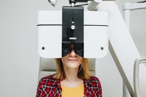 Диагностика зрения в клинике «Три-3» ©Фото Дениса Яковлева, Юга.ру