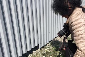 Специалисты и жители находят растения после прополки ©Фото местных жителей