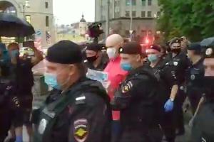 Задержание Артема Беседина ©Скриншот видео из телеграм-канала t.me/avtozaklive