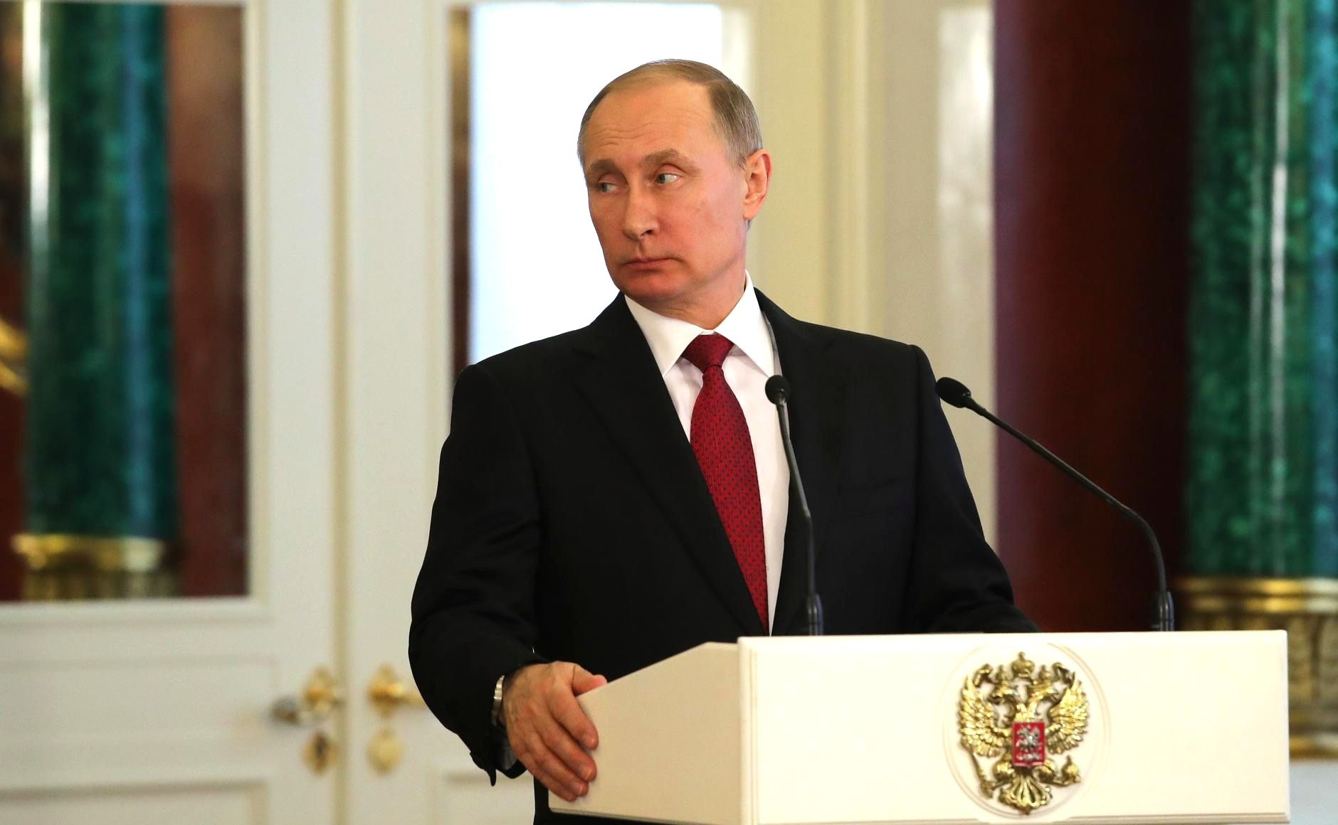 Больше половины россиян хотят переизбрания Владимира Путина напост президента