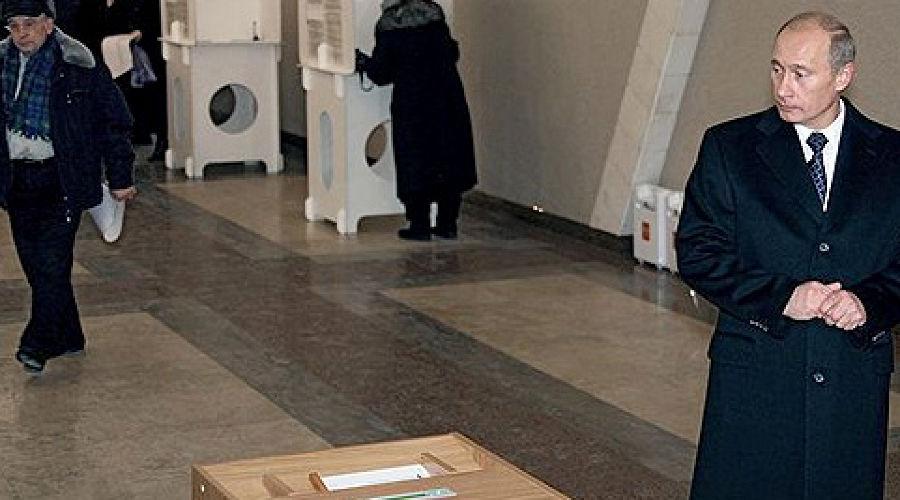 В. Путин на избирательном участке. Фото: Коммерсантъ ©Фото Юга.ру