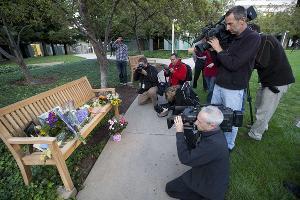 Акция памяти Стива Джобса (Купертино, Калифорния) ©СМИ