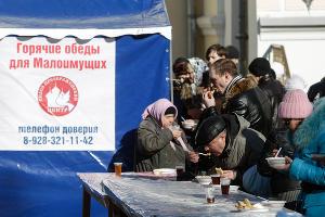 Малоимущих Ставрополя накормили блинами в честь Масленицы ©Эдуард Корниенко, ЮГА.ру