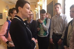 Татьяна Синюгина и участники Всероссийской олимпиады по истории ©Фото Юга.ру