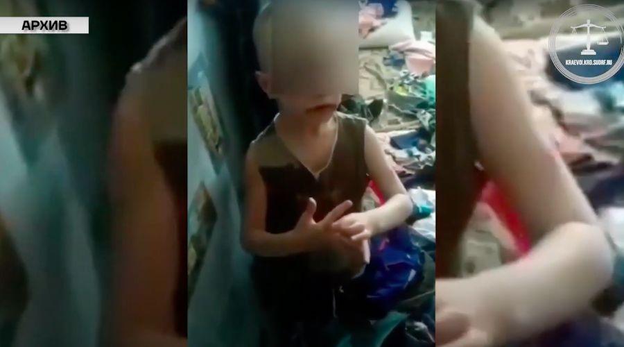 Избитый ребенок из Новороссийска ©Скриншот видео из YouTube Краснодарского краевого суда, youtube.com/channel/UCFdq2NA6H8KKPcTq4vHYoDA