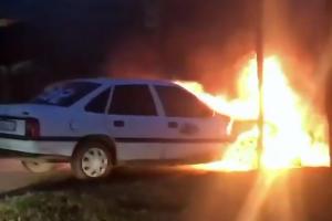 Сгоревший автомобиль по ул. Бабушкина ©Фото аккаунта «Туподар», instagram.com/typodar