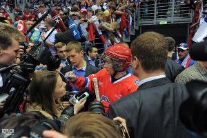 Владимир Путин принял участие в гала-матче Ночной хоккейной лиге в Сочи (май 2014) ©Нина Зотина, ЮГА.ру
