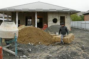 Во Владикавказе начали строить дома из соломы ©Влад Александров, ЮГА.ру