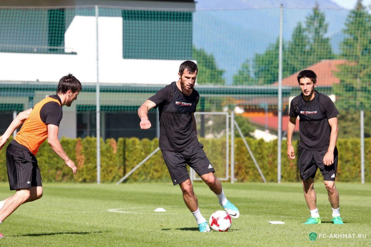 «Футболисты понимали значимость первой игры вфутболках клуба «Ахмат».