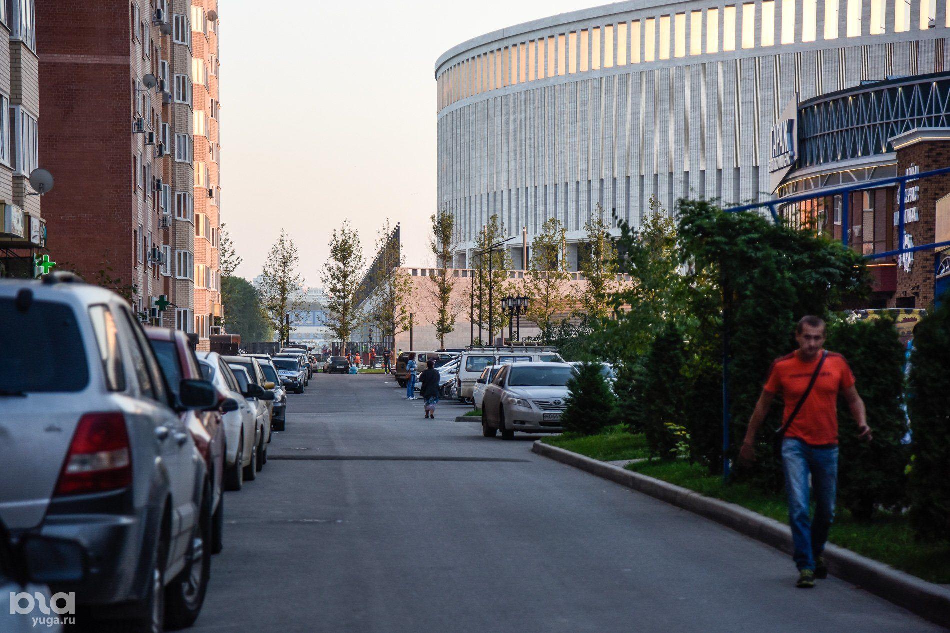 Дворовая территория рядом со стадионом ФК «Краснодар» ©Фото Елены Синеок, Юга.ру