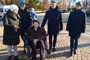 Экскурсия для старейшего жителя Краснодара Валерия Балюлиса ©Фото пресс-службы администрации Краснодара
