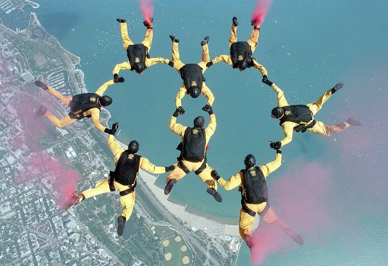 Команда парашютистов ©Фото Skeeze, pixabay.com