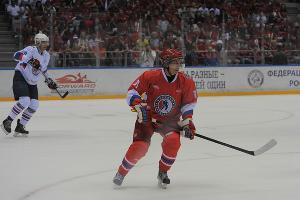 Владимир Путин принял участие в гала-матче Ночной хоккейной лиги в Сочи ©Нина Зотина, ЮГА.ру