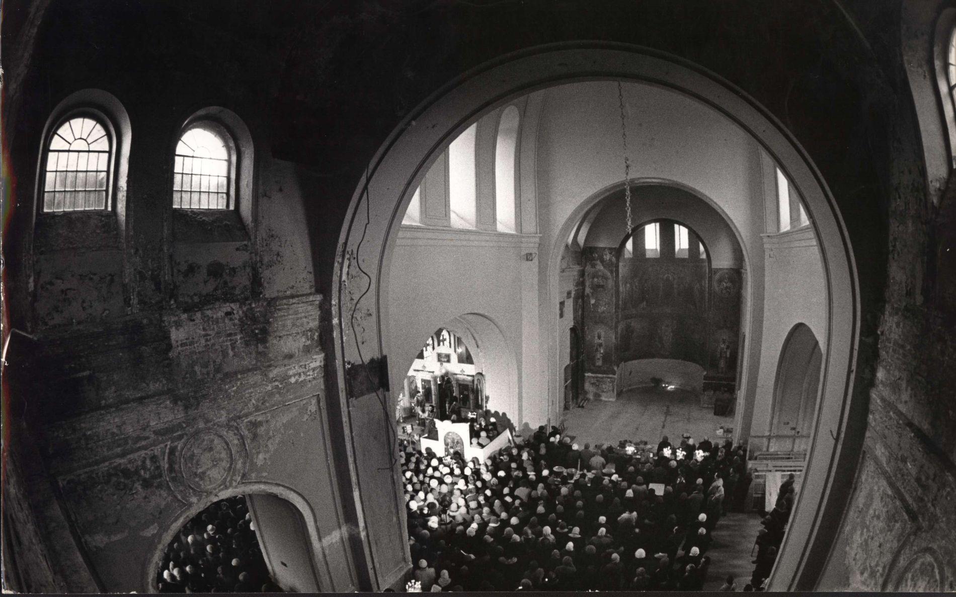 Первая служба после возвращения храма церкви ©Фото из личного архива Валерия Кулеша