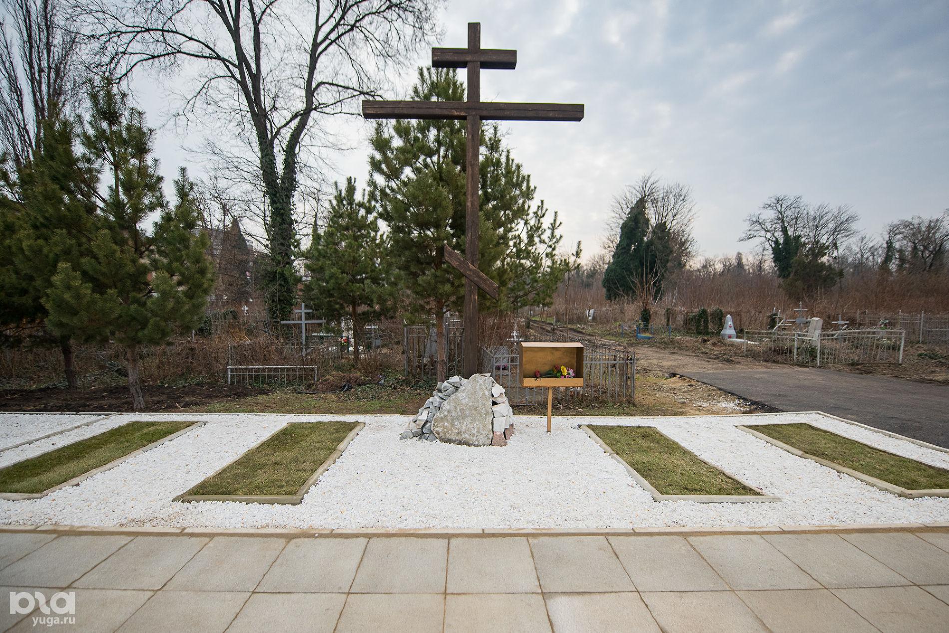 Поклонный крест на Всесвятском кладбище в честь памяти жертв политических репрессий ©Фото Елены Синеок, Юга.ру