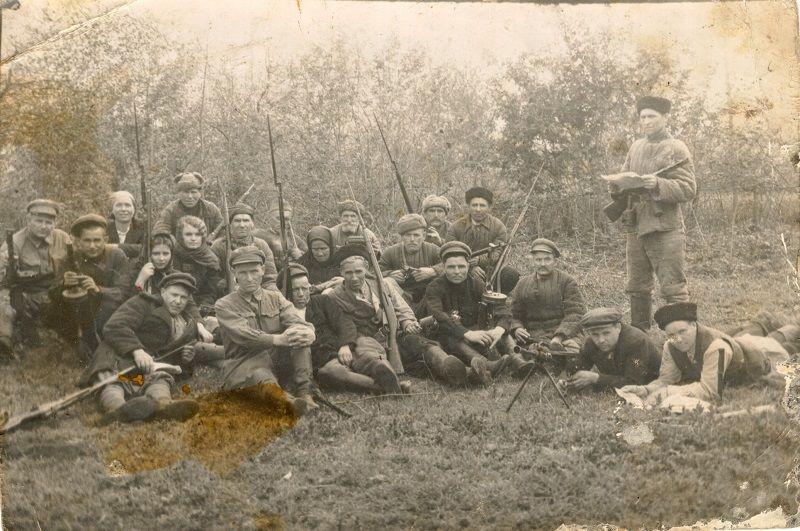 Партизаны Марьянского отряда «Кубанец». 1942 год ©Фото с сайта adm.starominska.ru (выставка С.В. Скляр)