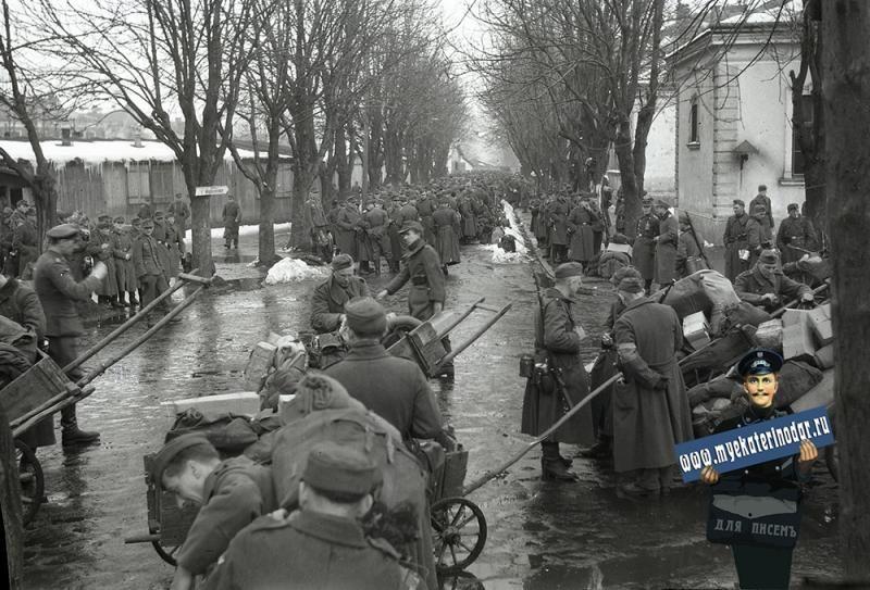 Немецкие солдаты в оккупированном Краснодаре, осень/зима 1942/1943 года ©Фото с сайта myekaterinodar.ru