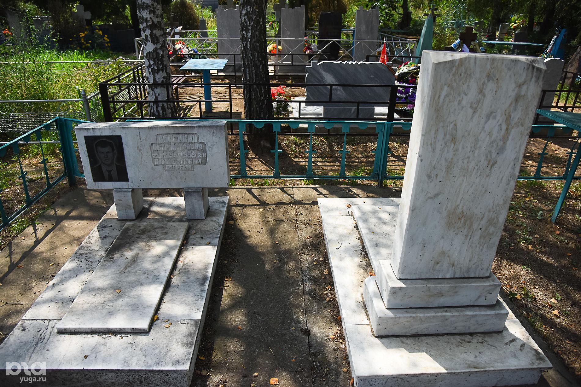 На могилах молокан не ставят кресты, а сами памятники развернуты в другую сторону ©Фото Елены Синеок, Юга.ру