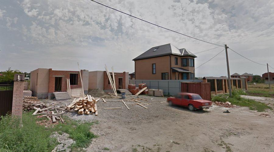 Строительство двух домов (один из них купит Наталья) на одном участке в 2012 году  ©Google.ru/maps