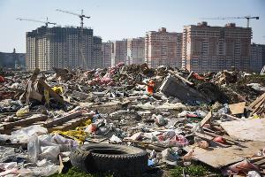 Ликвидация стихийной свалки за микрорайоном Гидростроителей в Краснодаре ©Фото Елены Синеок, Юга.ру