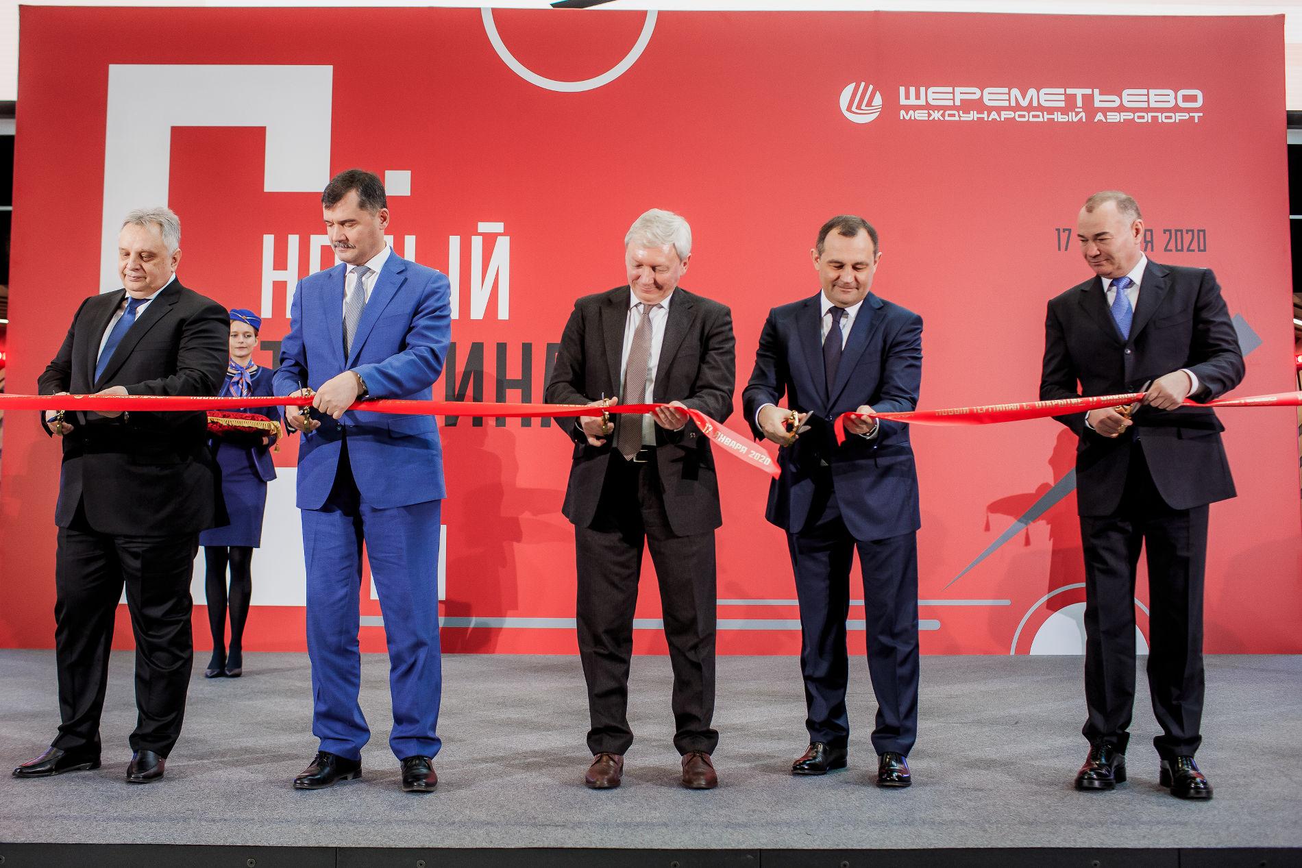 Александр Пономаренко(крайний справа)на открытии терминала С ©Изображение предоставлено пресс-службой АО «Международный аэропорт Шереметьево»