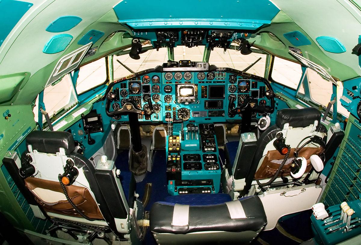 В кабине Ту-154 ©Фото Александр Маркин, commons.wikimedia.org