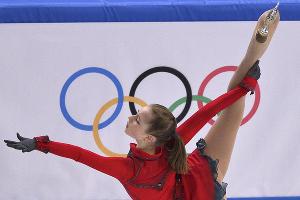 Фигуристка Юлия Липницкая завоевала золото в командных соревнованиях по фигурному катанию ©РИА Новости