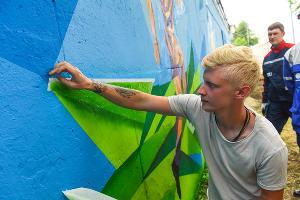 Граффити с футболистами на улице Селезнева в Краснодаре ©Фото Елены Синеок, Юга.ру