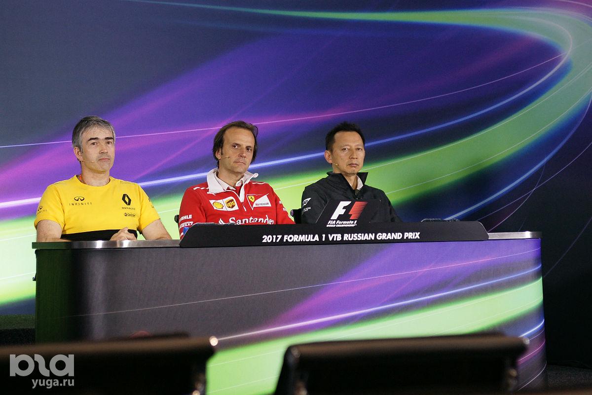 На руководство Honda (справа) без слез не взглянешь ©Фото Евгения Мельченко, Юга.ру