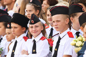 Линейка 1 сентября в школе №61 на хуторе Ленина ©Юга.ру