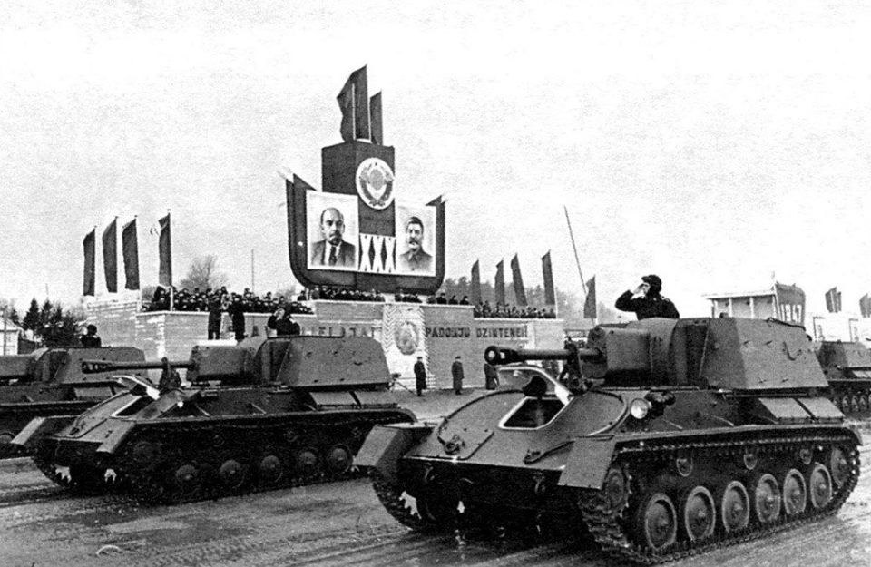 Празднование годовщины Октябрьской революции, Рига, 7 ноября 1947 ©Фото wikimedia.org (Public Domain)
